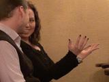 Язык жестов на первом свидании: прямая осанка, улыбка и активная жестикуляция